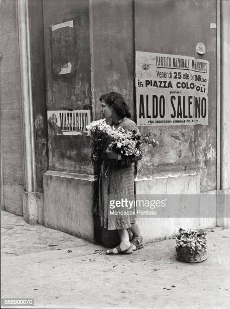 Young florist at a street corner in Rome This picture is taken from the monography 'Mario De Biasi Il mio sogno Š qui' curated by Enrica Vigan•...