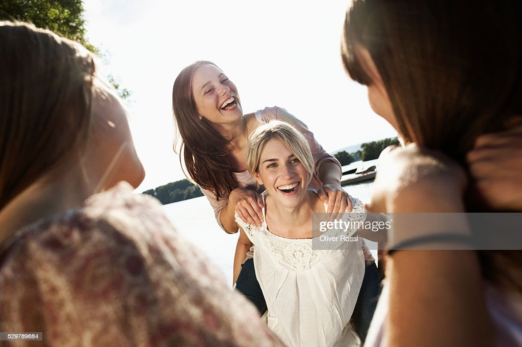 Young friends hanging out : Foto stock
