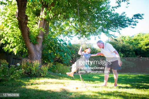 Young girl and her grandpa : Stockfoto