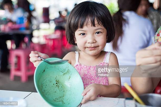 young girl eating noodle (IMG_7799)