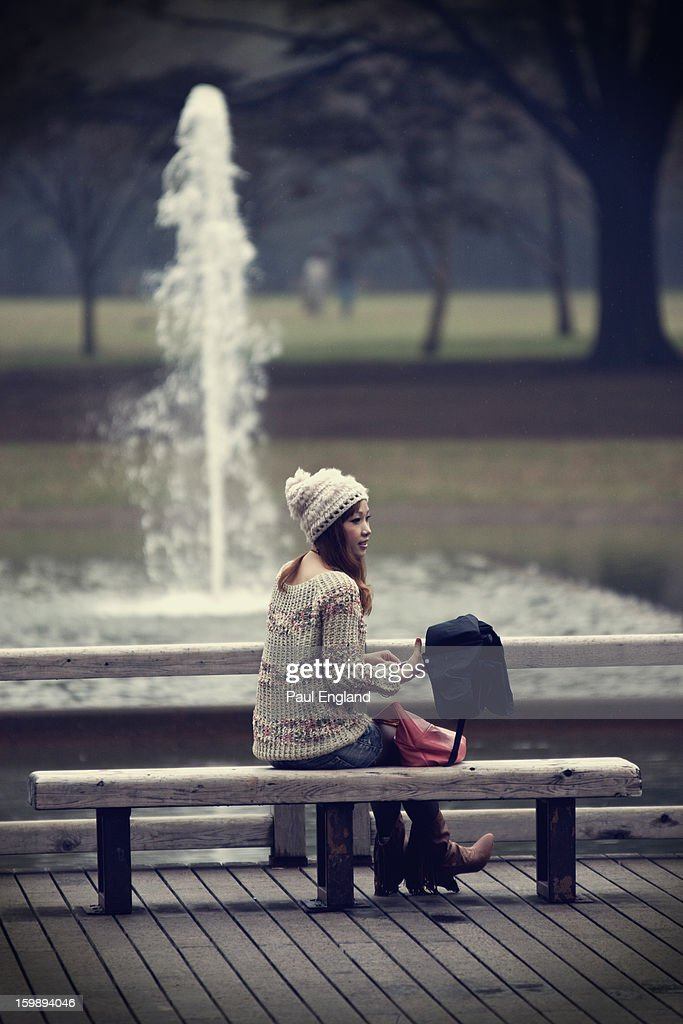 CONTENT] A young girl sits in front of a fountain in Tokyo's Yoyogi Park