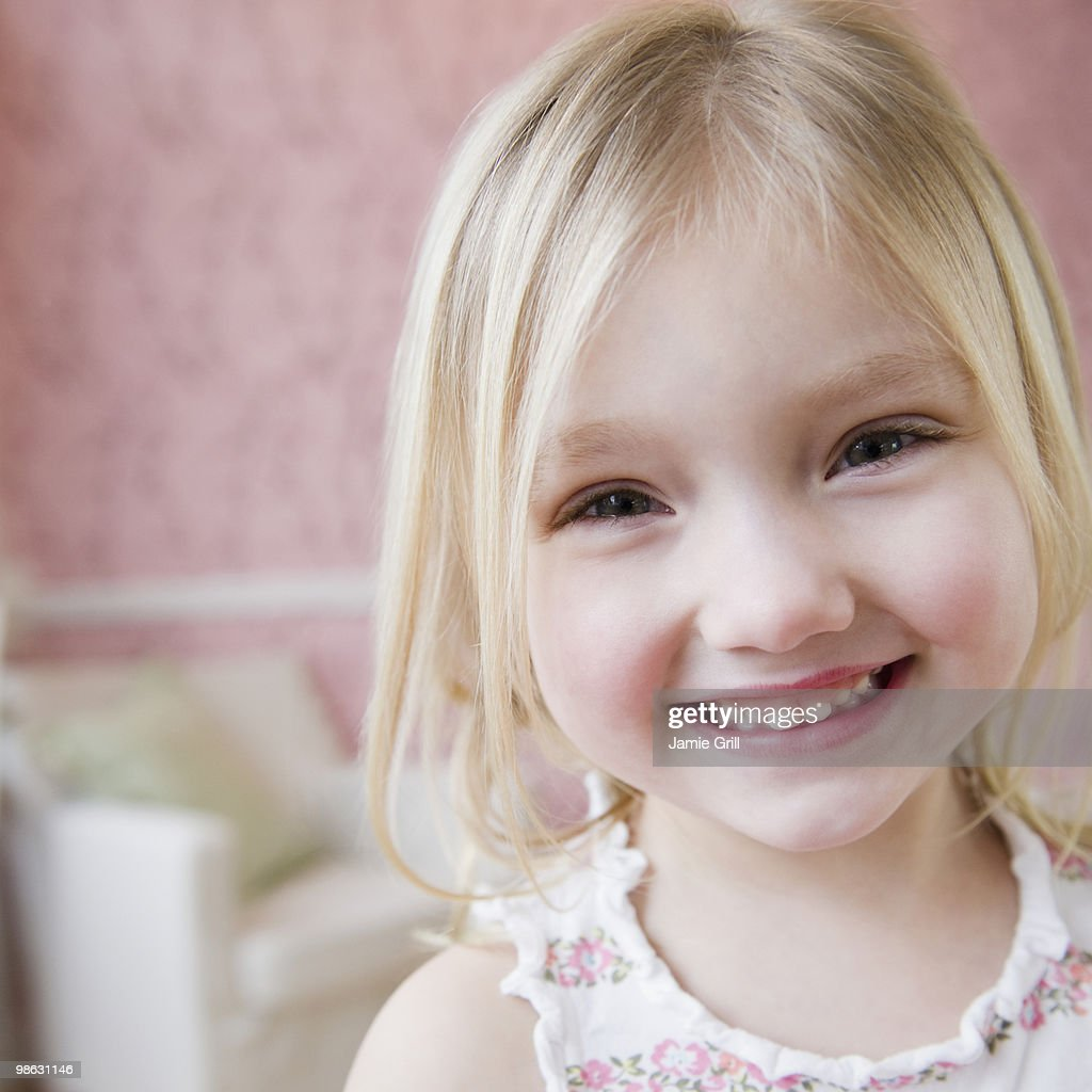 Young girl smiling, close-up : Stock Photo