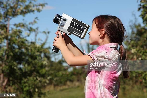 Jovem Menina com Câmara de Vídeo