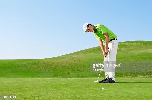 Jovem Golfista no green