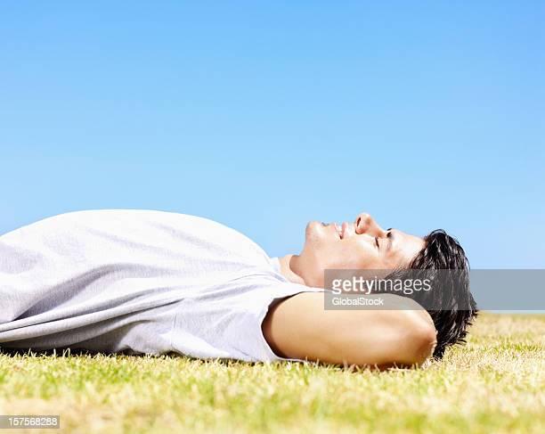 若いギィ体に快適な芝生