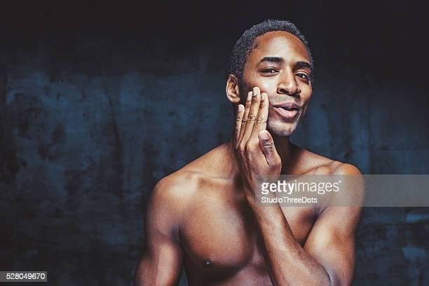 Junge attraktive Afro-amerikanischer Mann
