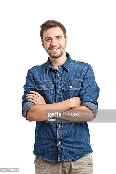 Giovane bell'uomo in camicia di jeans