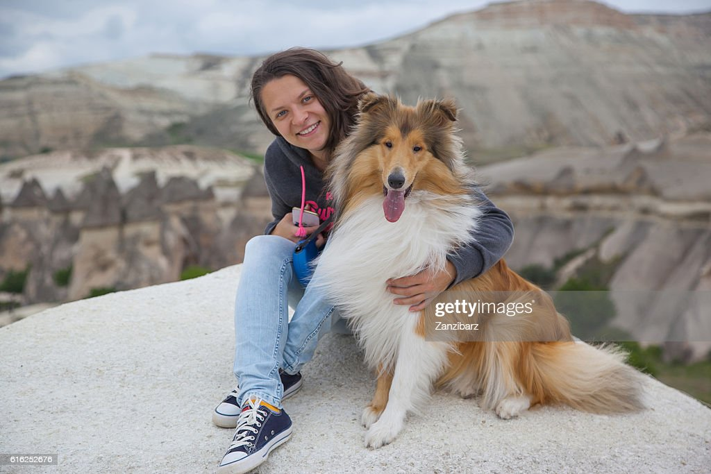 Young happy girl with dog in Cappadocia : Foto de stock