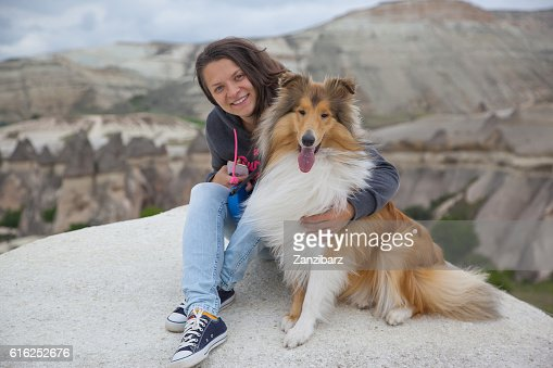 Young happy girl with dog in Cappadocia : Foto de stock