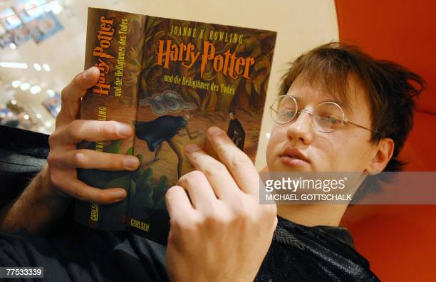 A young Harry Potter fan reads the latest book by British author J K Rowling's book 'Harry Potter and the Deathly Hallows' 27 October 2007 in a...