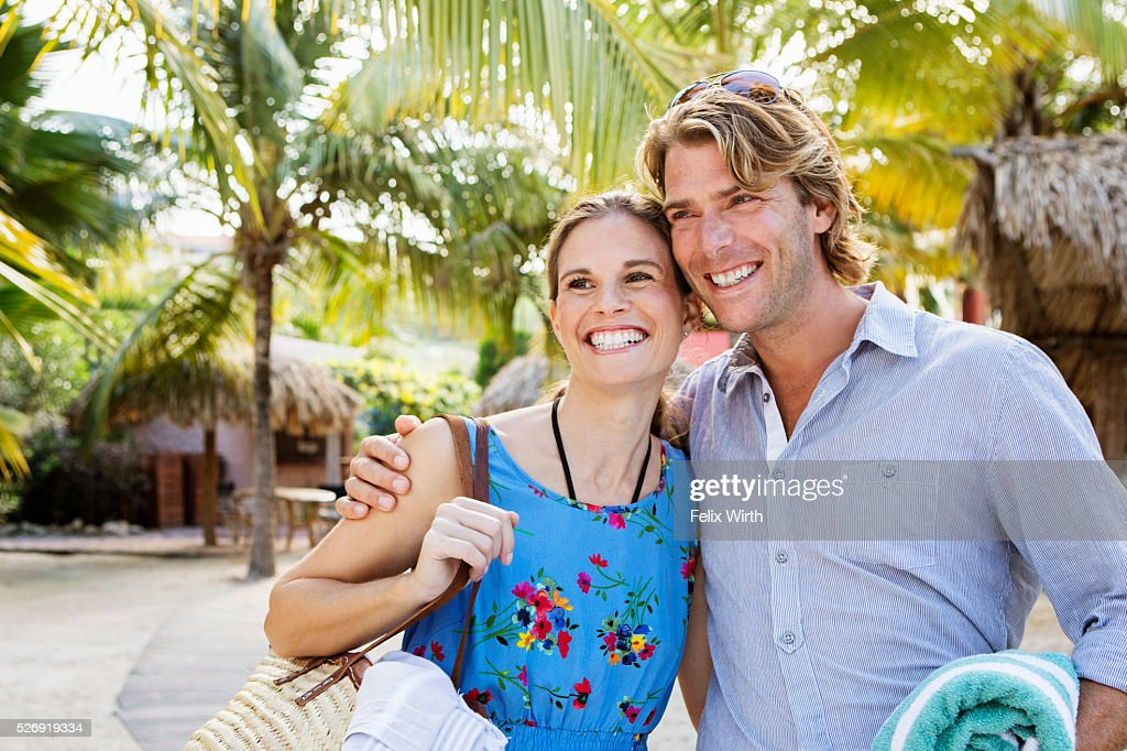 Young heterosexual couple standing on beach : Foto de stock