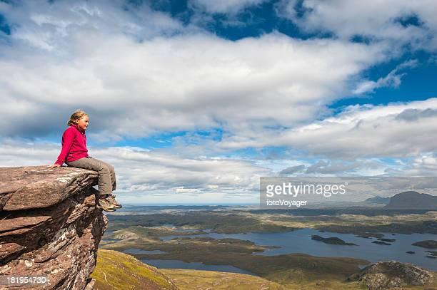 Junge Wanderer über Wildnis von mountain summit