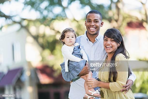 Jeune famille hispanique