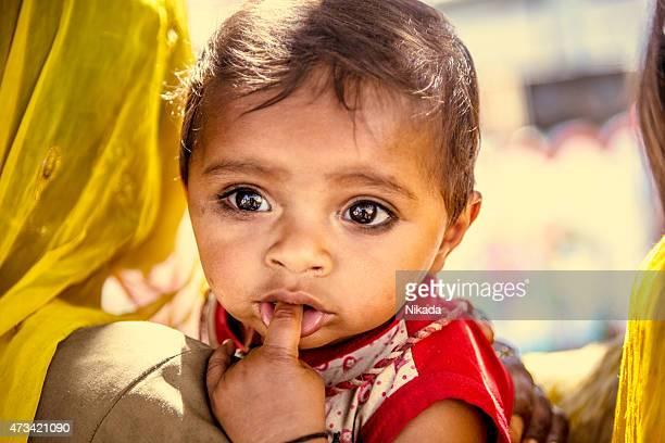 Junge indische Kind mit Mutter