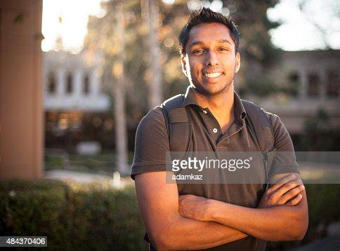 若いインドの大学の学生