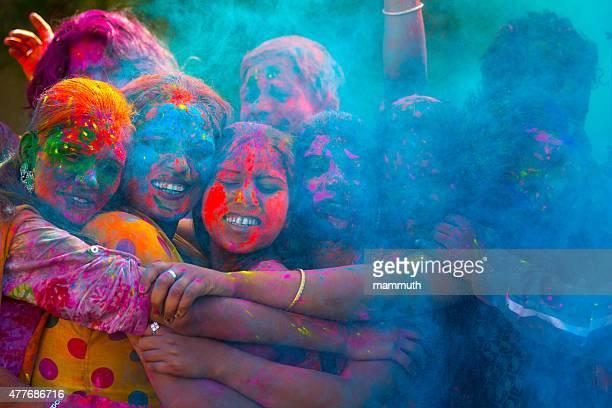 若いインド人のお祝いホーリー祭