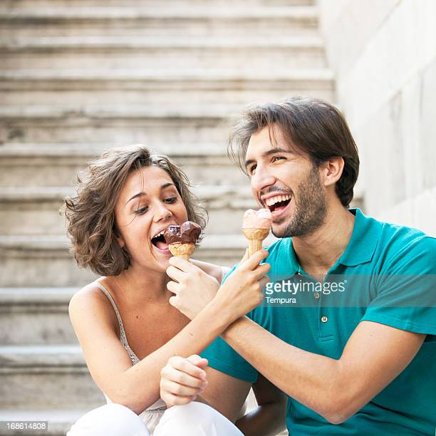 Junge italienische Paar in Bergamo, Northern Italien.