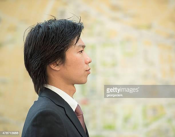 若いビジネスマンの肖像画のプロファイル