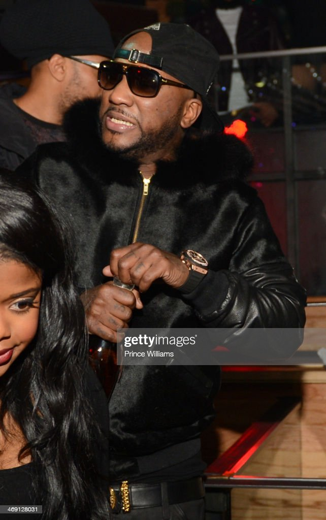 <a gi-track='captionPersonalityLinkClicked' href=/galleries/search?phrase=Young+Jeezy&family=editorial&specificpeople=537540 ng-click='$event.stopPropagation()'>Young Jeezy</a> attends <a gi-track='captionPersonalityLinkClicked' href=/galleries/search?phrase=Young+Jeezy&family=editorial&specificpeople=537540 ng-click='$event.stopPropagation()'>Young Jeezy</a> And Victor Cruz's Post Super Bowl Party at Greenhouse on February 2, 2014 in New York City.