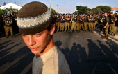 A young Jewish settler stands in front of a line of Israeli solldiers in the Jewish settlement of Neve Dekalim on August 17 2005 during the Israeli...