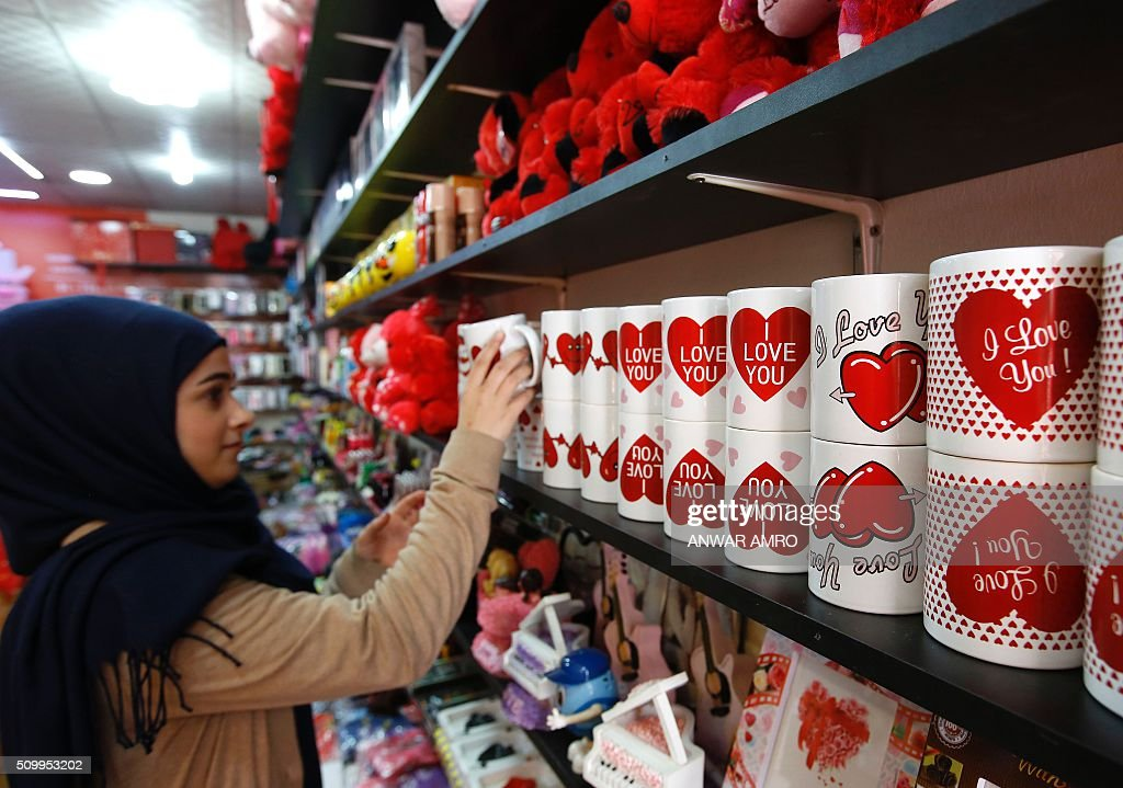 A young Lebanese woman shops for Valentine's day gifts at a store in the predominantly Shiite Muslim southern suburbs of the capital Beirut, on February 13, 2016. / AFP / ANWAR AMRO