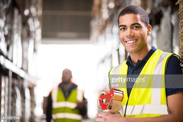 portrait de jeune mâle Ouvrier d'entrepôt