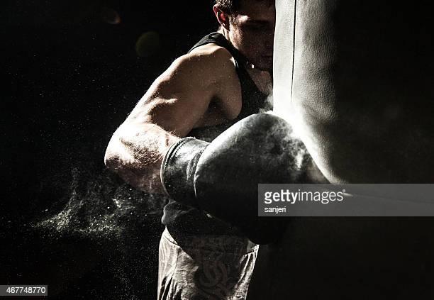 Hombre joven de boxeo