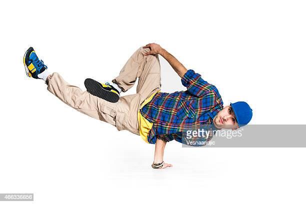 Jeune homme danse