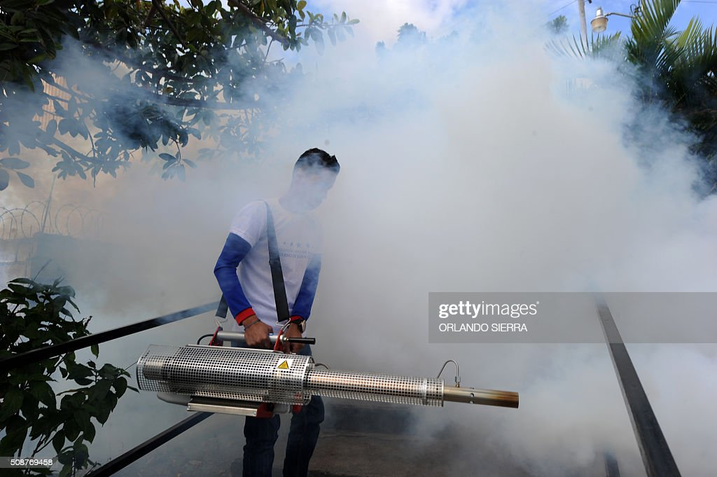 A young man helps soldiers in the fight against Aedes Aegypti mosquito that transmits Zika virus, as well as viral diseases such as dengue and chikungunya, in Tegucigalpa on February 6, 2016. Honduras on Mondayy declared a state of emergency after officials said the number of Zika infections was rising at an 'alarming' rate in the Central American country. Since December 16, when the first case of the mosquito-borne virus was detected, there have been more that 4,000 cases of people infected with the virus in Honduras. AFP PHOTO / ORLANDO SIERRA / AFP / ORLANDO SIERRA