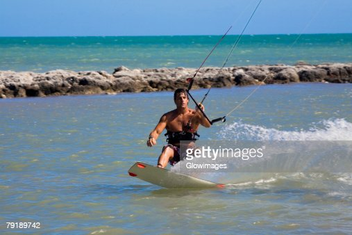 Young man kite boarding in the sea, Smathers Beach, Key West, Florida, USA : Foto de stock