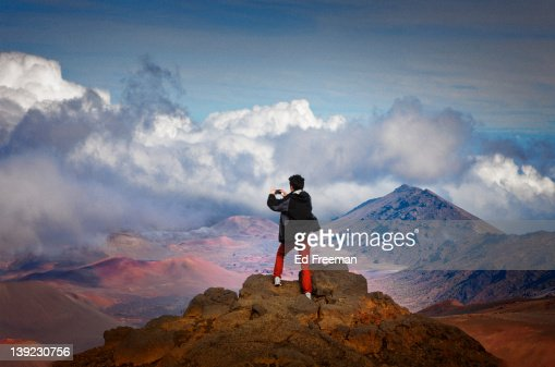 Young Man Photographing at the Top of Haleakala : Foto stock