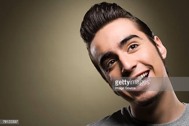 Jovem sorridente