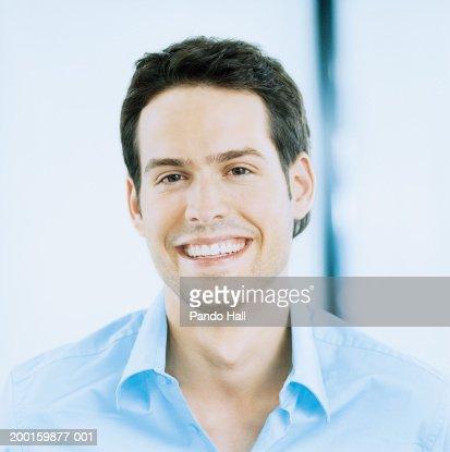 Young man smiling, portrait : Photo
