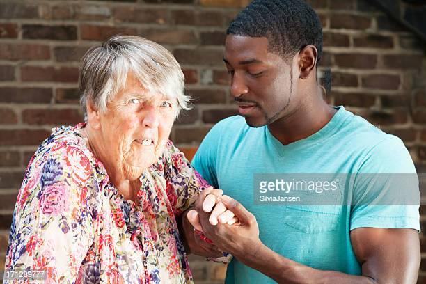 Mann sucht ältere frau