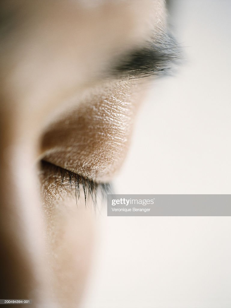 Young man with eyes closed, close-up (focus on eyelid) : Stock Photo