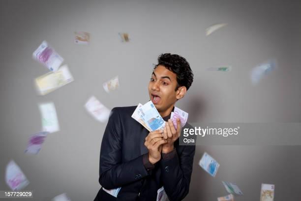 Junger Mann mit Geld