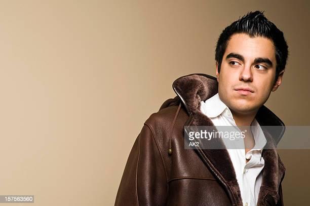 Junger Mann in winter coat