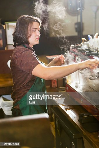 Young man working in coffee shop : Stockfoto