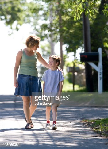 young mother and son walking : Foto stock