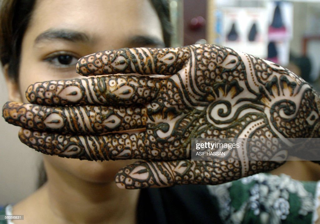 A young Pakistani girl shows her hand, decorated with henna to celebrate the Muslim religious festival of Eid al-Fitr at a parlour shop in Karachi, 02 November 2005. Muslims around the world will celebrate Eid al-Fitr to mark the end of the holy fasting month of Ramadan. AFP PHOTO/Asif HASSAN