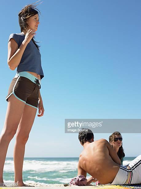 Junge Menschen am Strand