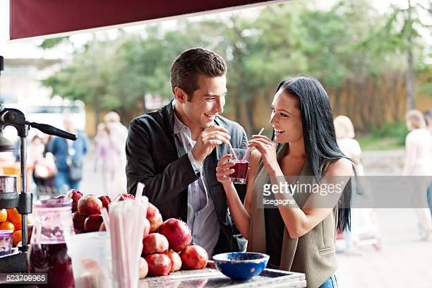 Jeunes acheter pommegrade jus de rue