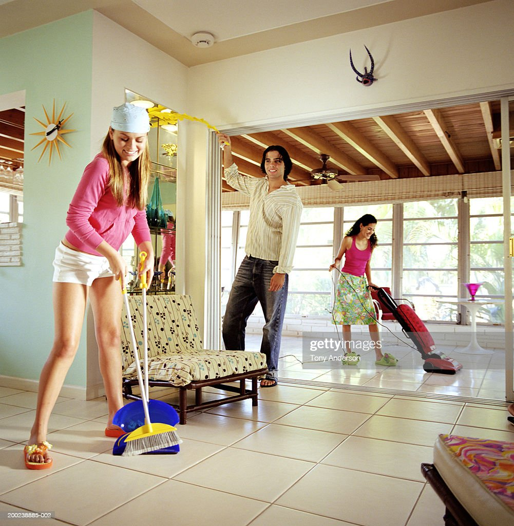Young people cleaning house : Stock Photo