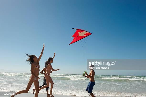 若者が凧ビーチのご利用