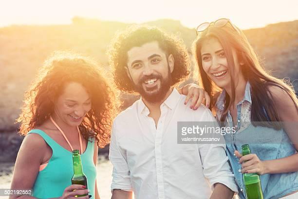 若い人々のビーチ