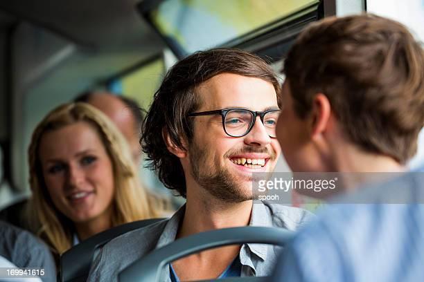 Jeunes en bus