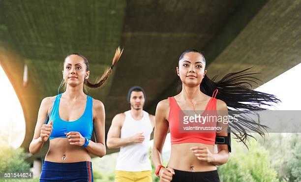 Junge Menschen Joggen zusammen