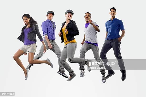 ジャンプ若い人々