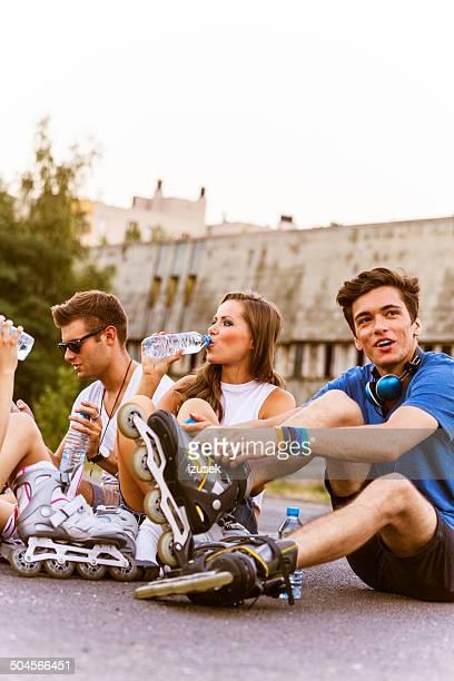 Junge Menschen auf rollerblades