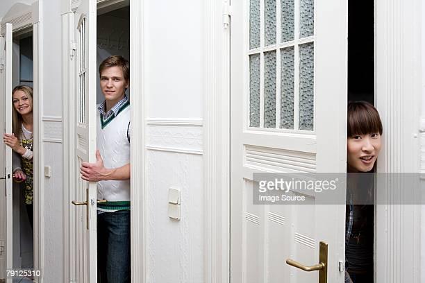 Jeunes ouvrir les portes